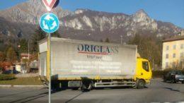 camion-fermo-rotonda2