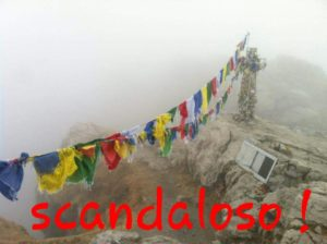 BANDIERINE SCRITTA SCANDALOSO