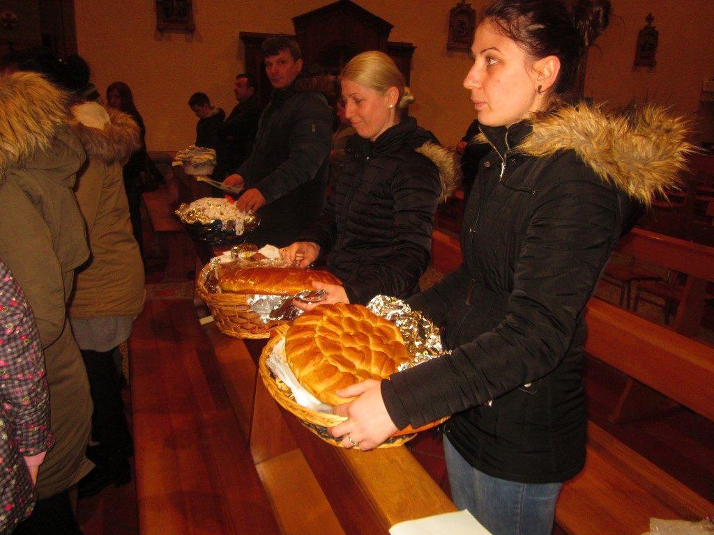 Benedizione cibi comunità kossovara Ballabio (4) (Medium)