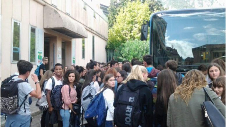 AUTOBUS-PULLMAN-STUDENTI-CAOS-LECCO