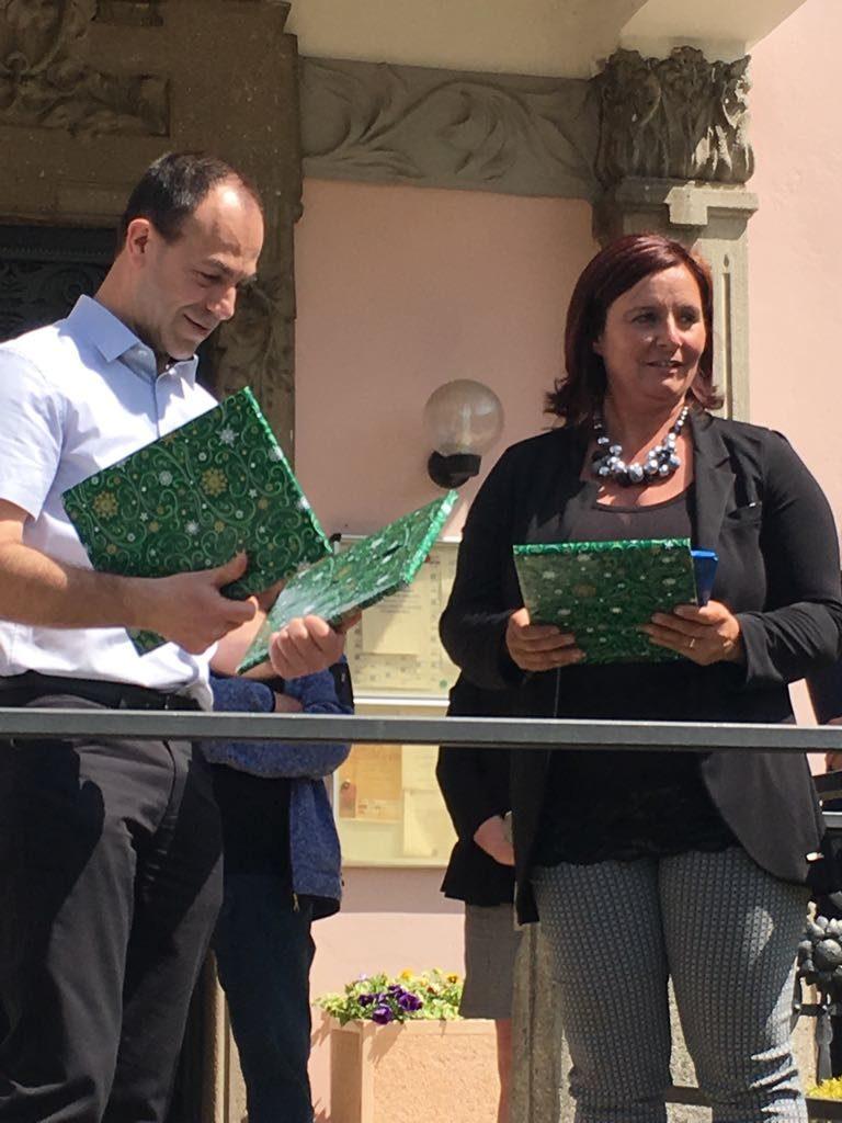 I presidenti dei comitati gemellaggi Philippe Bodin per Hillion e Cristina Ripamonti per Ballabio