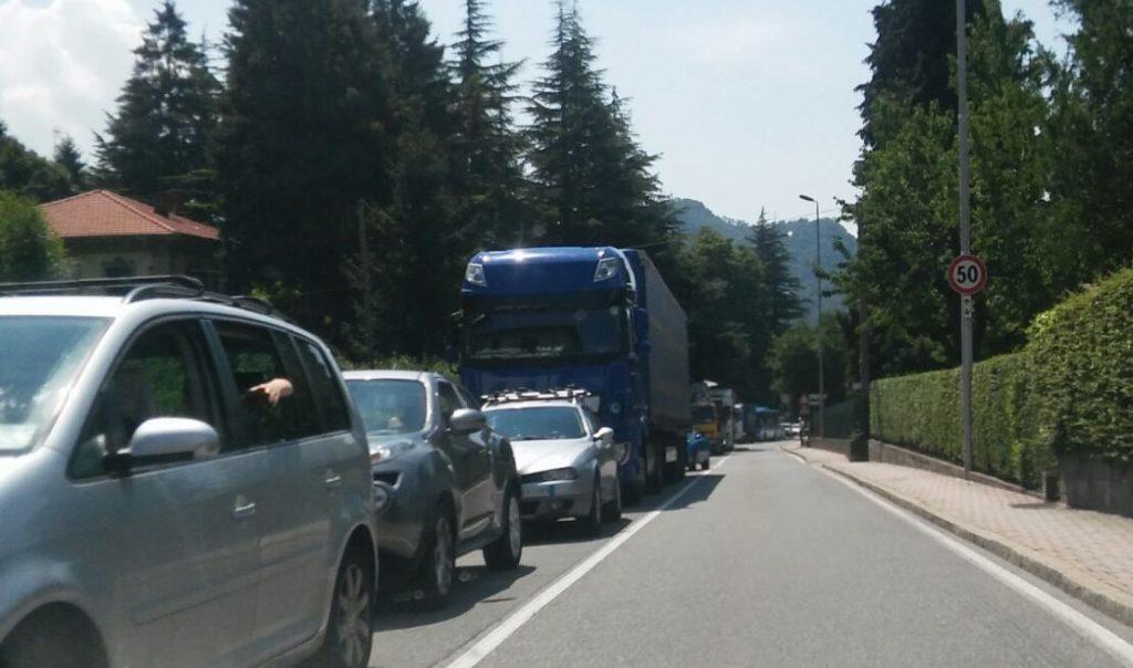 incidente moto provinciale ballabio 27lug18 coda