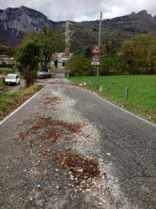 detriti strada per morterone pioggia vento