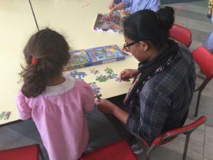 living land leva civica asilo bambina volontario grembiule 2018