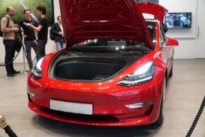 vano anteriore tesla model 3