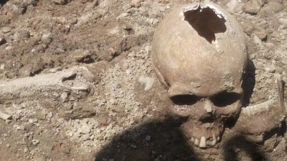 Teschi-da-un-ritrovamento-di-una-antica-necropoli-a-Milano-scoperta-a-Giugno-2018-in-zona-San-Vittore