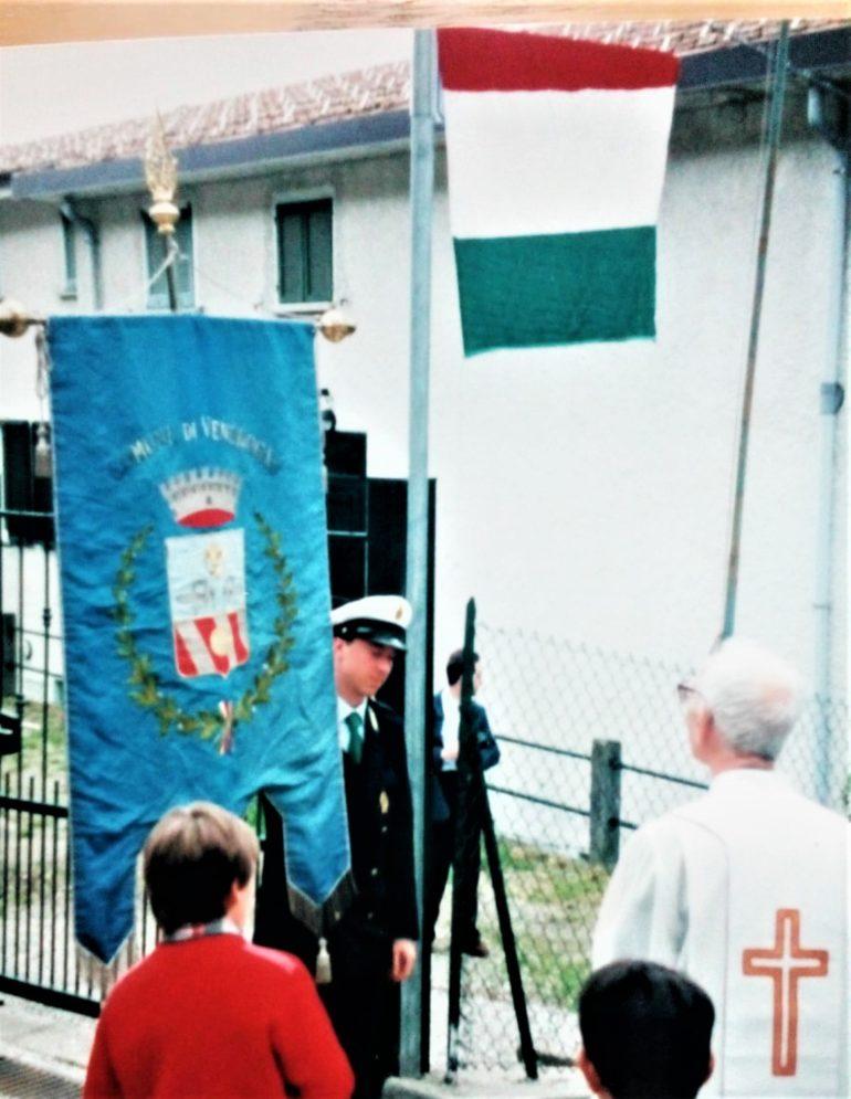 Vendrogno (2000): con il gonfalone per la nuova casa di riposo