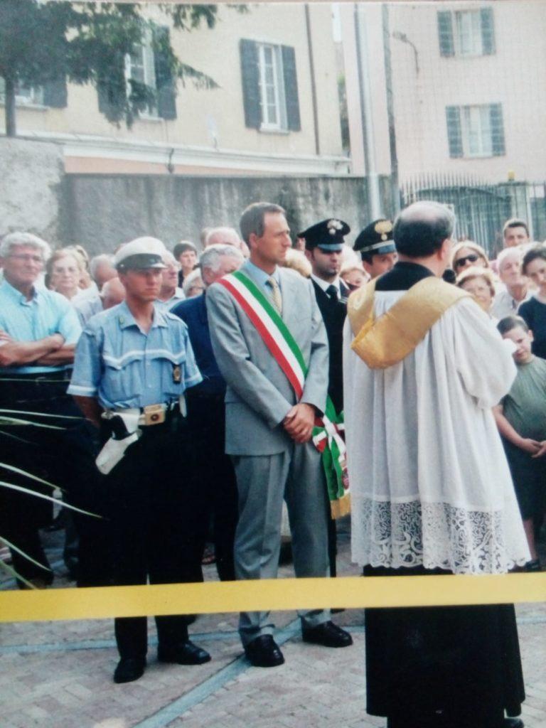 2001 a Mandello col sindaco Siani (inaugurazione nuovo oratorio)