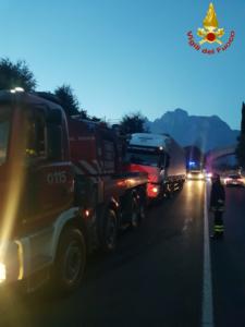 lecco-ballabio camion in panne Pompieri Vigili del fuoco