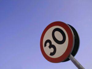 limite 30 km chilometri orari