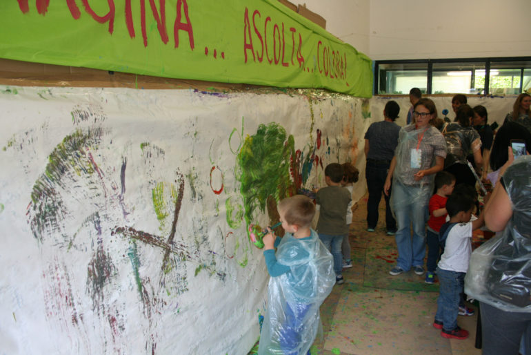 Festa Pianeta Bimbi - bambini dipingono muri.resized