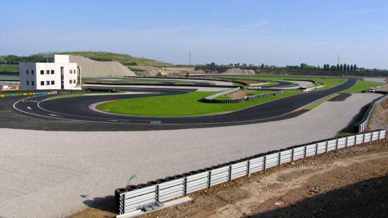 Autodromo_di_Franciacorta_05-08_-_panoramio