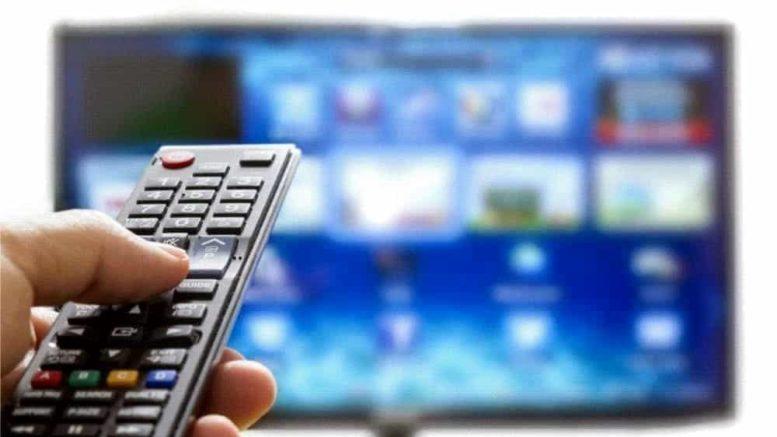 televisore TV telecomando tecnologia