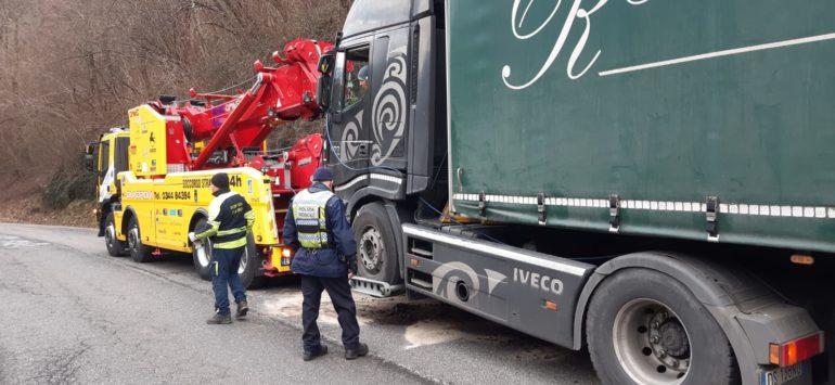 Camion fermo Balisio SP62 - Polizia provinicale - 15gen20 (2)