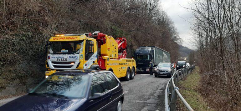 Camion fermo Balisio SP62 - Polizia provinicale - 15gen20 (4)