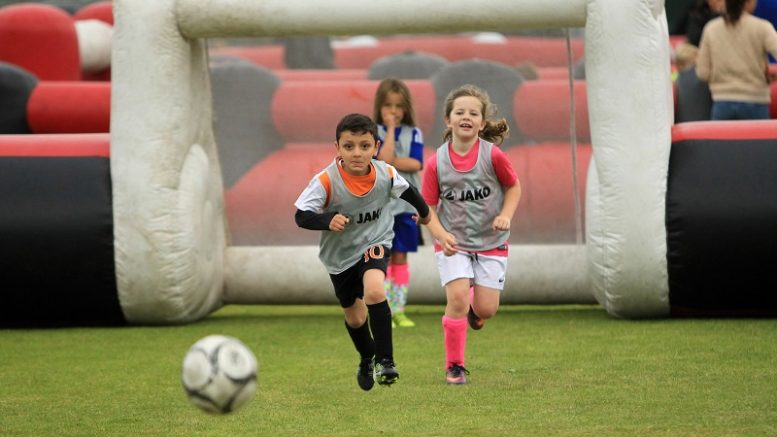 bambini calcio generica