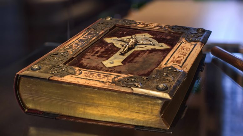 Libro Bibbia antico