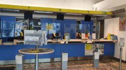 Ufficio-postale-con-plexiglass-poste