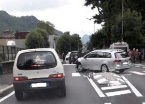 incidente attraversamento due mani TRAFFICO DEVIATO