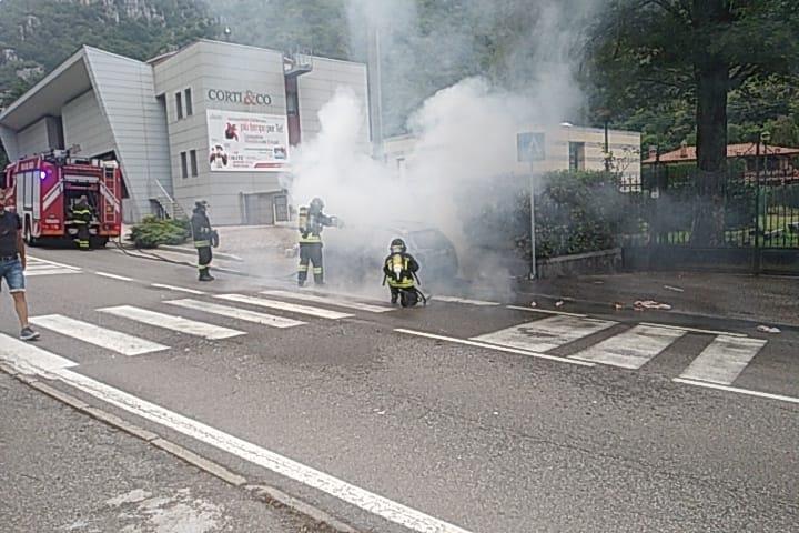 Incendio auto Ballabio 1lug20 (3)
