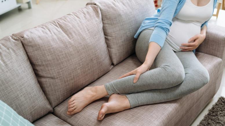 8371-gambe gonfie in gravidanza