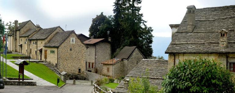 Il borgo di Arnosto a Fuipiano Valle Imagna