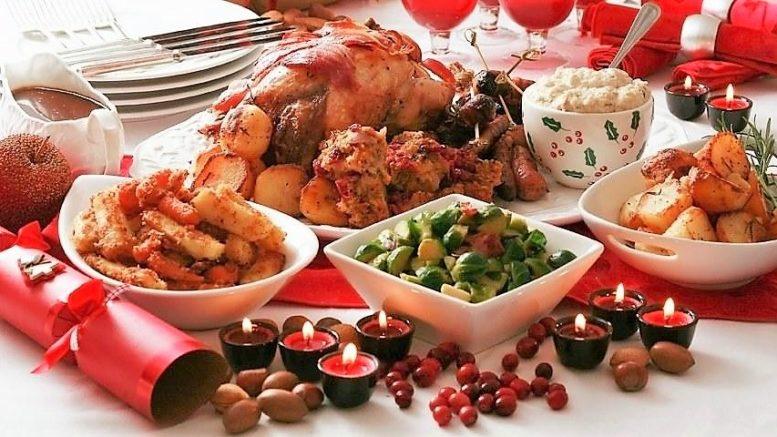 cenone feste cibo tavola imbandita