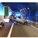 auto ribaltata incidente galleria lecco - Copia